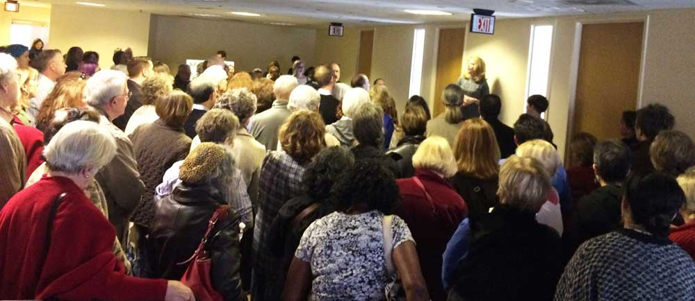photo-warner-lobby-day-crowd-2017-02-21